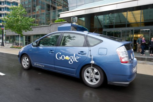 Google and autonomous car: The ambitious plan to move forward into the future